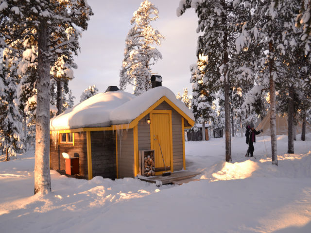 reindeer-lodge-cabin-winter